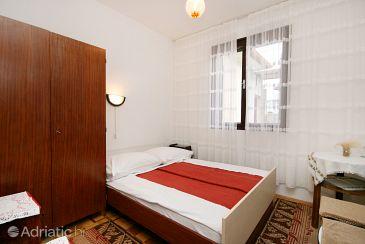 Soba S-2350-b - Apartmaji in sobe Novi Vinodolski (Novi Vinodolski) - 2350