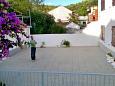 Marina, Trogir, Courtyard 10003 - Apartments blizu mora with pebble beach.