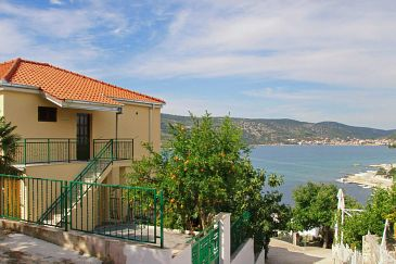 Property Poljica (Trogir) - Accommodation 10011 - Apartments near sea with pebble beach.