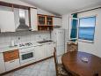 Kitchen - Apartment A-10014-d - Apartments Mali Rat (Omiš) - 10014