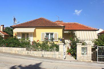 Property Orebić (Pelješac) - Accommodation 10077 - Apartments with sandy beach.
