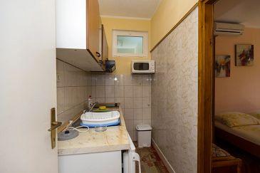 Kučište - Perna, Kitchen u smještaju tipa apartment, dopusteni kucni ljubimci i WIFI.