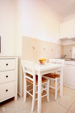 Orebić, Dining room u smještaju tipa studio-apartment, dopusteni kucni ljubimci i WIFI.