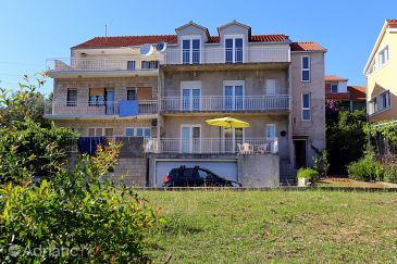 Property Trogir (Trogir) - Accommodation 10242 - Apartments with pebble beach.
