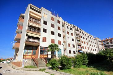 Property Trogir (Trogir) - Accommodation 10260 - Apartments with pebble beach.