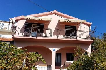 Property Stanići (Omiš) - Accommodation 1027 - Apartments with pebble beach.