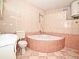 Bathroom - Apartment A-10352-a - Apartments Krilo Jesenice (Omiš) - 10352