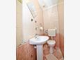 Toilet - Apartment A-10352-a - Apartments Krilo Jesenice (Omiš) - 10352