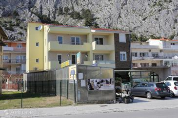 Property Omiš (Omiš) - Accommodation 10362 - Apartments with sandy beach.