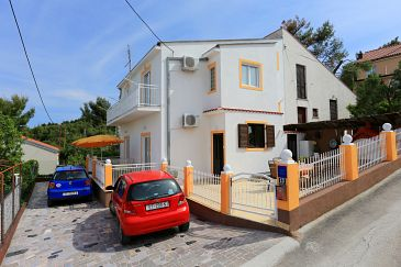 Property Slatine (Čiovo) - Accommodation 10368 - Apartments near sea with pebble beach.