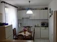 Marina, Kitchen u smještaju tipa apartment, dostupna klima i WIFI.