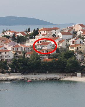 Bušinci, Čiovo, Property 1071 - Apartments blizu mora with pebble beach.
