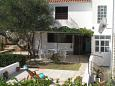 Courtyard Bušinci (Čiovo) - Accommodation 1071 - Apartments near sea with pebble beach.