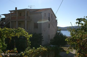 Property Okrug Gornji (Čiovo) - Accommodation 1075 - Apartments with pebble beach.