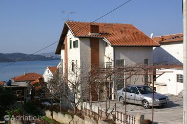Property Okrug Gornji (Čiovo) - Accommodation 1079 - Apartments with pebble beach.