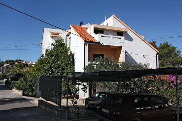 Obiekt Slatine (Čiovo) - Zakwaterowanie 1099 - Apartamenty ze żwirową plażą.