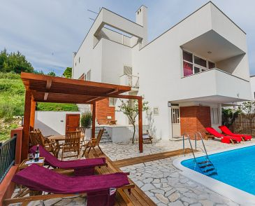 Property Žrnovnica (Split) - Accommodation 11093 - Apartments with pebble beach.