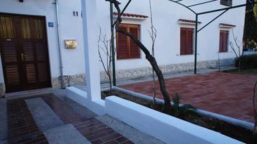 Biograd na Moru, Biograd, Property 11150 - Apartments with pebble beach.