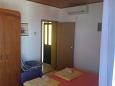 Podaca, Bedroom u smještaju tipa studio-apartment, dostupna klima i WIFI.