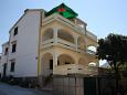 Property Mandre (Pag) - Accommodation 11239 - Apartments with pebble beach.