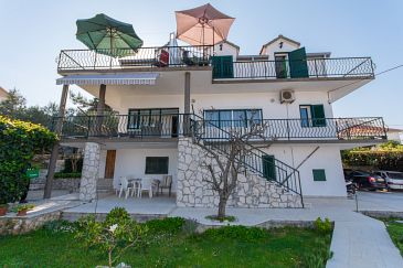 Property Slatine (Čiovo) - Accommodation 1126 - Apartments near sea with pebble beach.