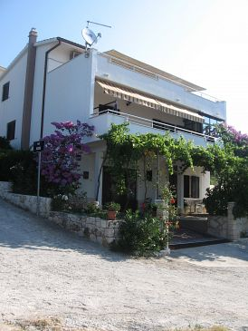 Property Seget Vranjica (Trogir) - Accommodation 11273 - Apartments with pebble beach.