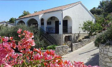 Property Stomorska (Šolta) - Accommodation 11298 - Apartments near sea.