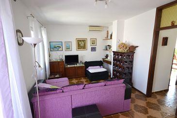 Apartment A-11300-a - Apartments Splitska (Brač) - 11300