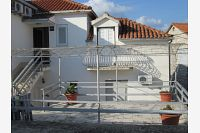 Apartments by the sea Jelsa (Hvar) - 11319