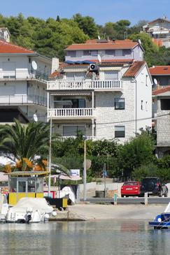 Property Okrug Gornji (Čiovo) - Accommodation 11374 - Apartments near sea with pebble beach.