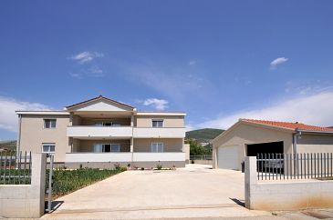 Property Plano (Trogir) - Accommodation 11649 - Apartments with sandy beach.