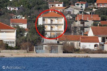 Obiekt Vinišće (Trogir) - Zakwaterowanie 1165 - Apartamenty ze żwirową plażą.
