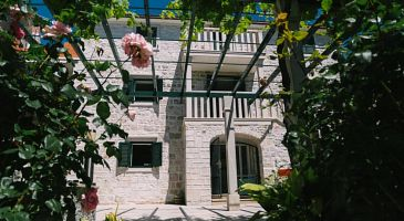 Property Sumartin (Brač) - Accommodation 11651 - Apartments near sea with pebble beach.