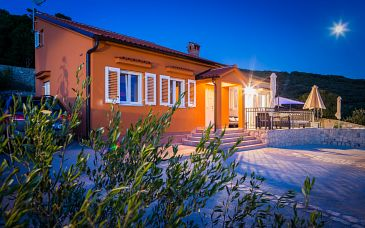 Property Miholašćica (Cres) - Accommodation 11857 - Vacation Rentals with pebble beach.