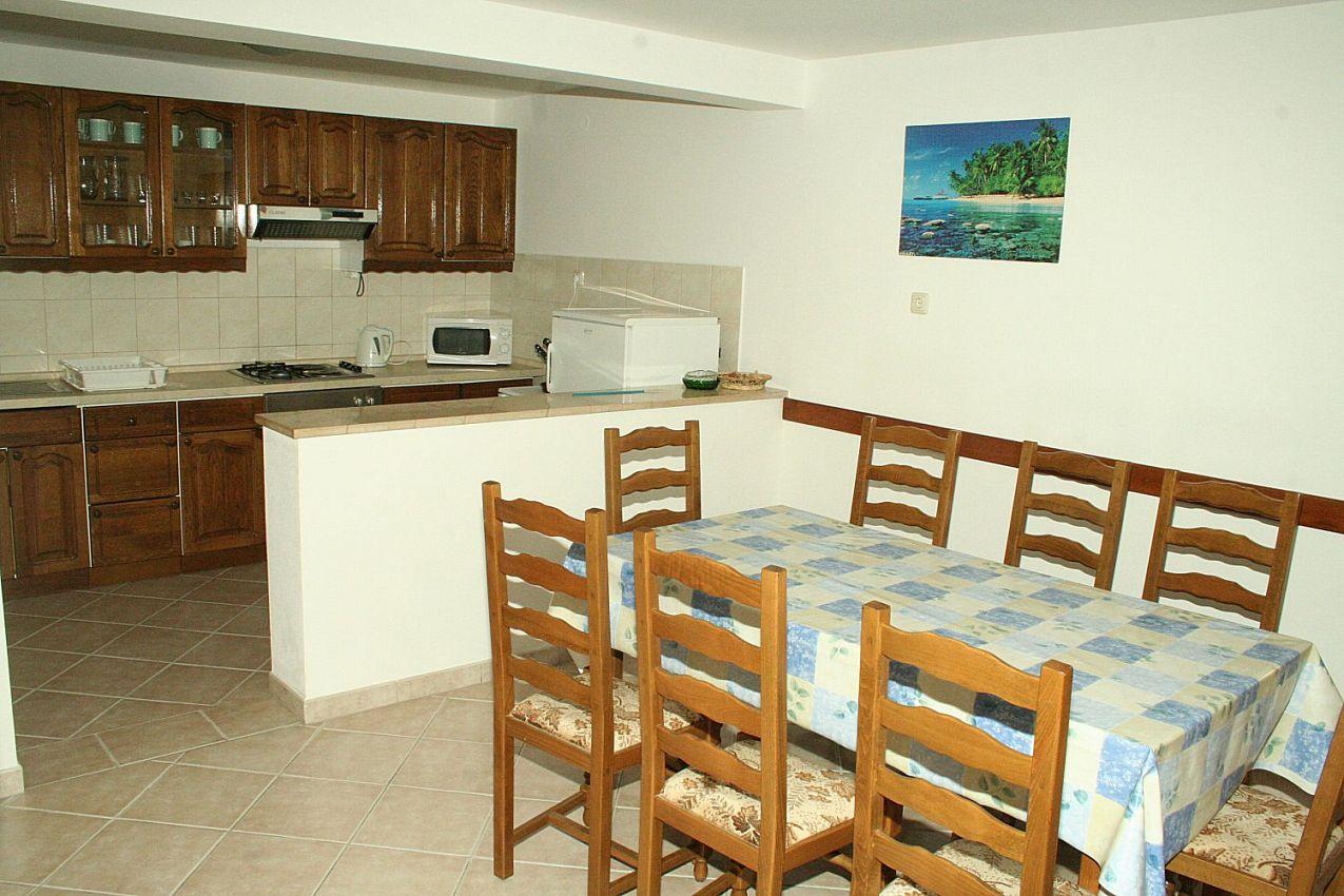 Apartmány s parkoviskom v meste Omiš - 12194