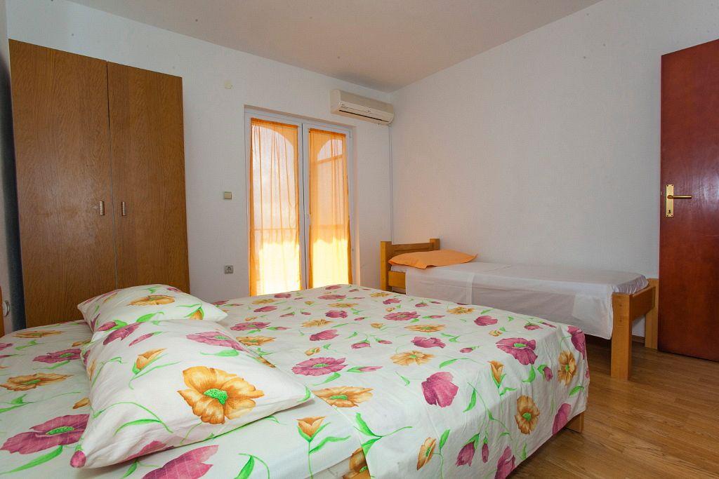 Apartmány s parkoviskom v meste Tučepi - 13056