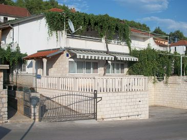 Property Jelsa (Hvar) - Accommodation 134 - Apartments with pebble beach.