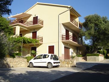 Supetarska Draga - Gonar, Rab, Property 2002 - Apartments and Rooms blizu mora with sandy beach.