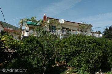 Seget Donji, Trogir, Property 2029 - Apartments blizu mora with pebble beach.