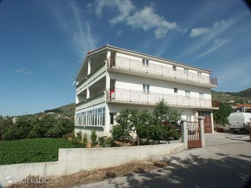 Property Seget Donji (Trogir) - Accommodation 2041 - Apartments near sea with pebble beach.
