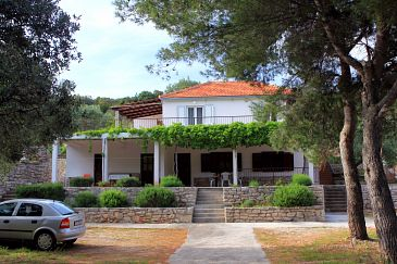 Property Uvala Zaraće (Hvar) - Accommodation 2066 - Apartments near sea with pebble beach.