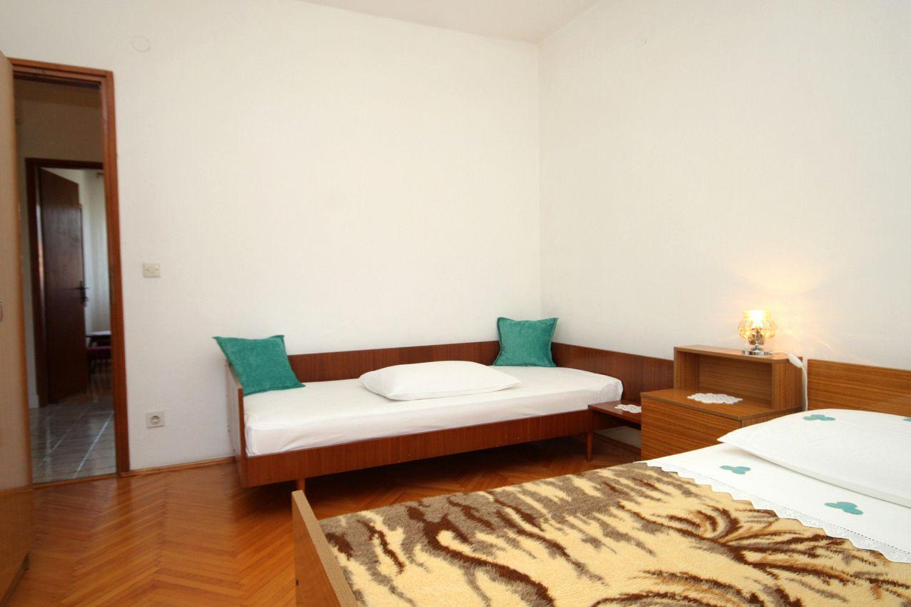 Apartmány s parkoviskom v meste Jelsa - 2068