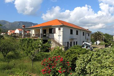 Property Jelsa (Hvar) - Accommodation 2068 - Apartments with pebble beach.
