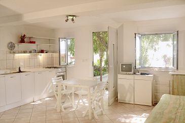 Rastići, Dining room u smještaju tipa studio-apartment, dopusteni kucni ljubimci i WIFI.