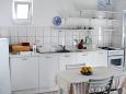 Rastići, Kitchen u smještaju tipa studio-apartment, dopusteni kucni ljubimci i WIFI.