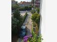 Parking Podstrana (Split) - Zakwaterowanie 2087 - Apartamenty blisko morza ze żwirową plażą.