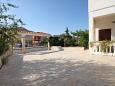 Parking lot Peroj (Fažana) - Accommodation 2236 - Apartments and Rooms with pebble beach.