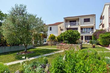 Property Pula (Pula) - Accommodation 2252 - Apartments with pebble beach.