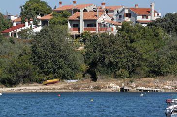 Medulin, Medulin, Obiekt 2255 - Apartamenty przy morzu ze żwirową plażą.