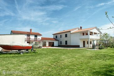 Property Valbandon (Fažana) - Accommodation 2278 - Apartments with pebble beach.